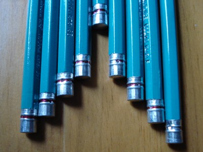 Caps of the Prismacolor Turquoise pencil.